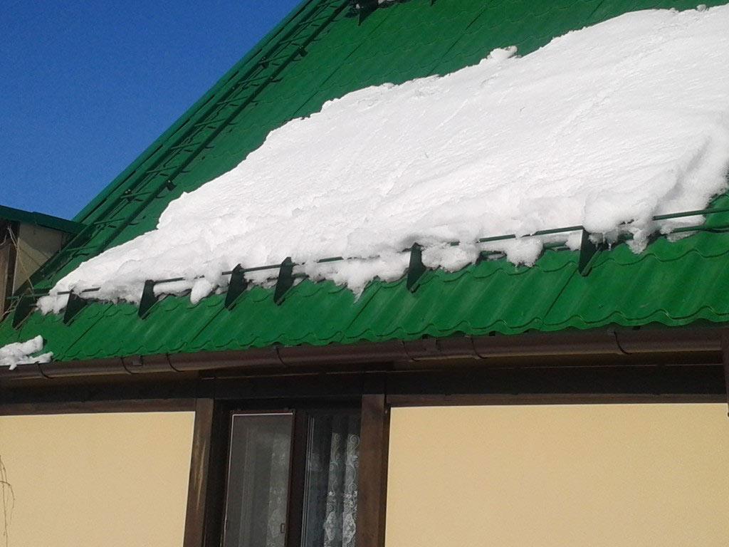 Снегозадержатель на крыше