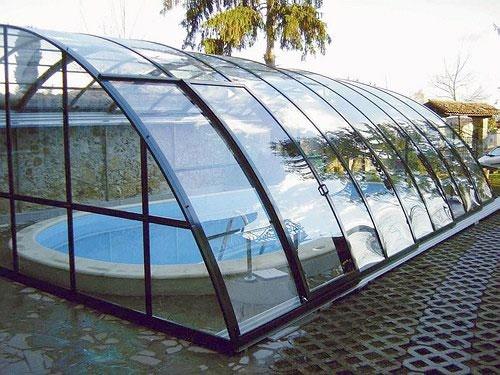 Навес для бассейна из монолитного поликарбоната