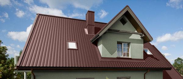 С каждым днем профнастил все чаще используется для покрытия крыш, так как он легкий, прочный, прост в установке и имеет большой срок службы.