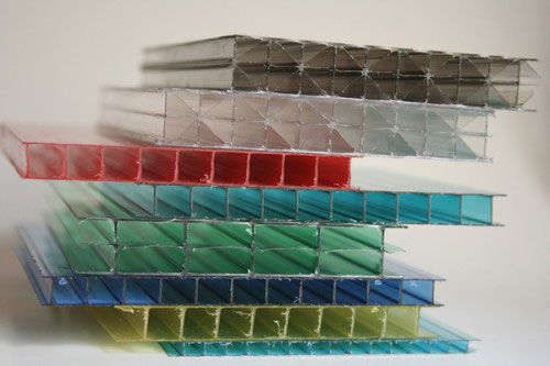 Поликарбонат превосходит другие материалы по прочности и удобству монтажа