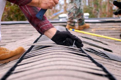 Для устранения течи крыши необходимо определить причину, а затем выбирать способ ремонта.