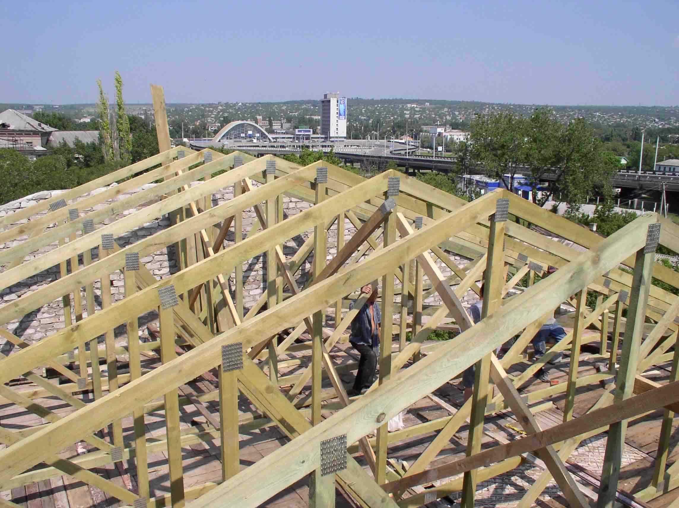 Деревянные конструкции для каркаса крыш.