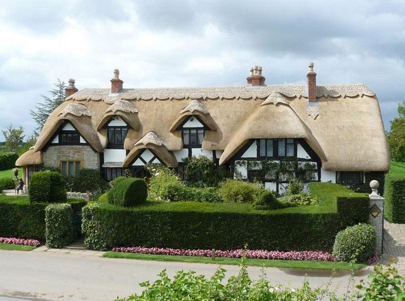 Соломенная крыша для частного дома