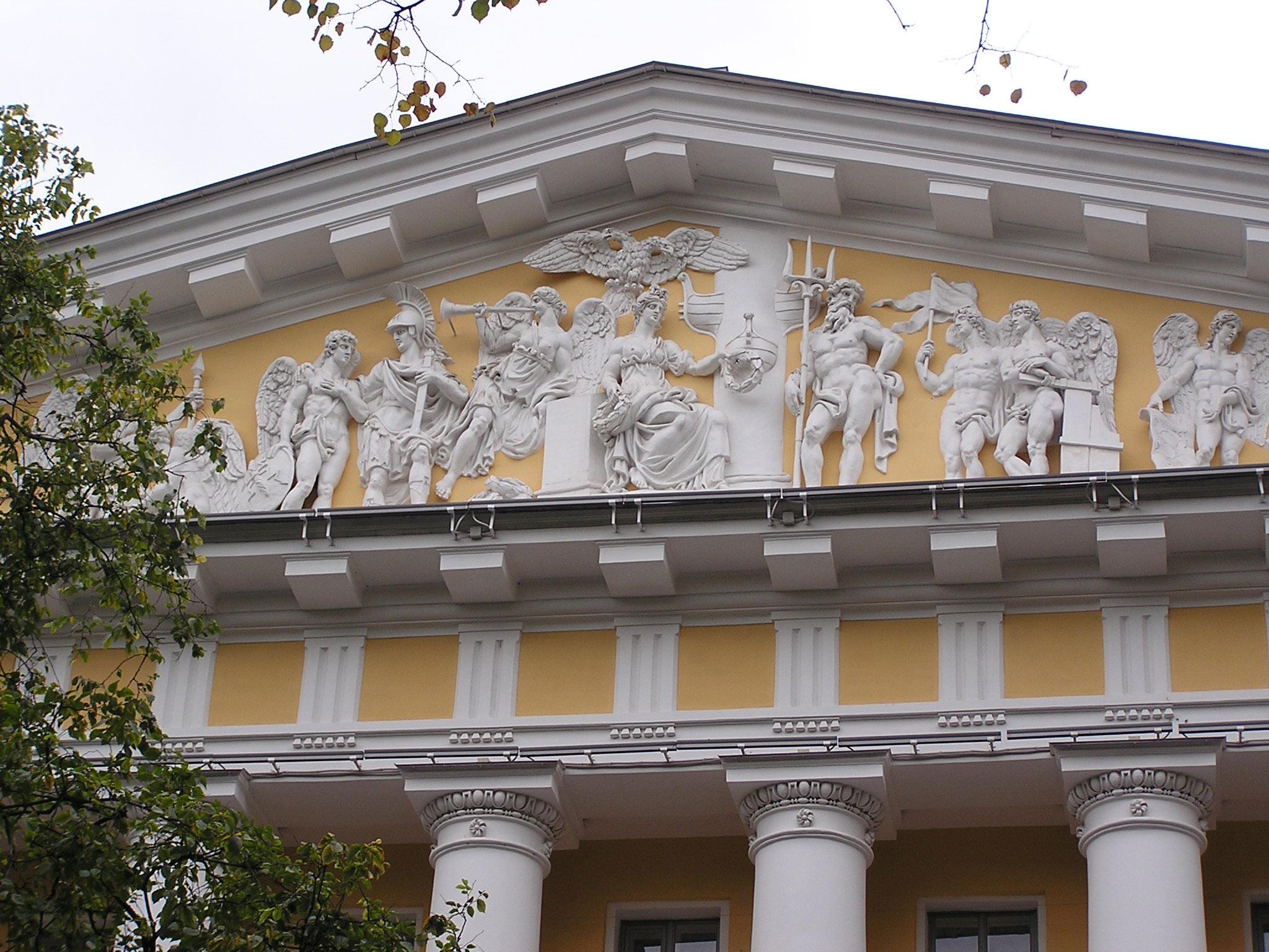 Фронтон здания