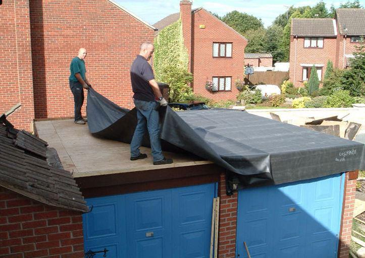 Подготовка крыши к ремонту: укладка гидроизляции