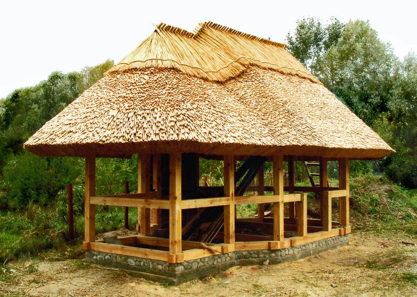 Крыша из камыша или тростника