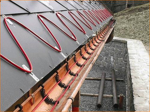 Любой водосток необходимо оснащать системой обогрева, благодя которой можно избежать нависания сосулек, работы по очистке снега и продлить срок работы водосточной системы.