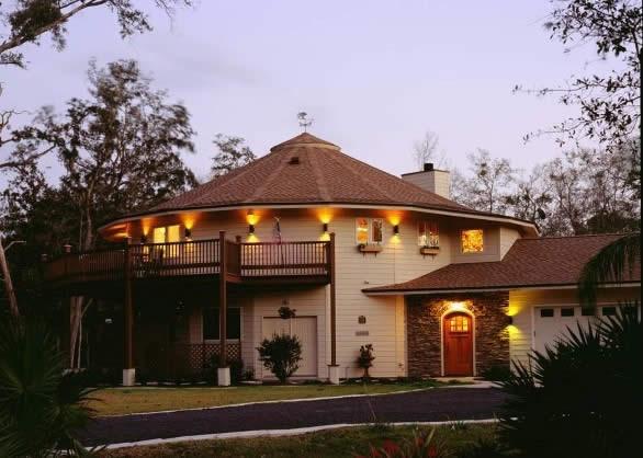 Круглый дом и крыша