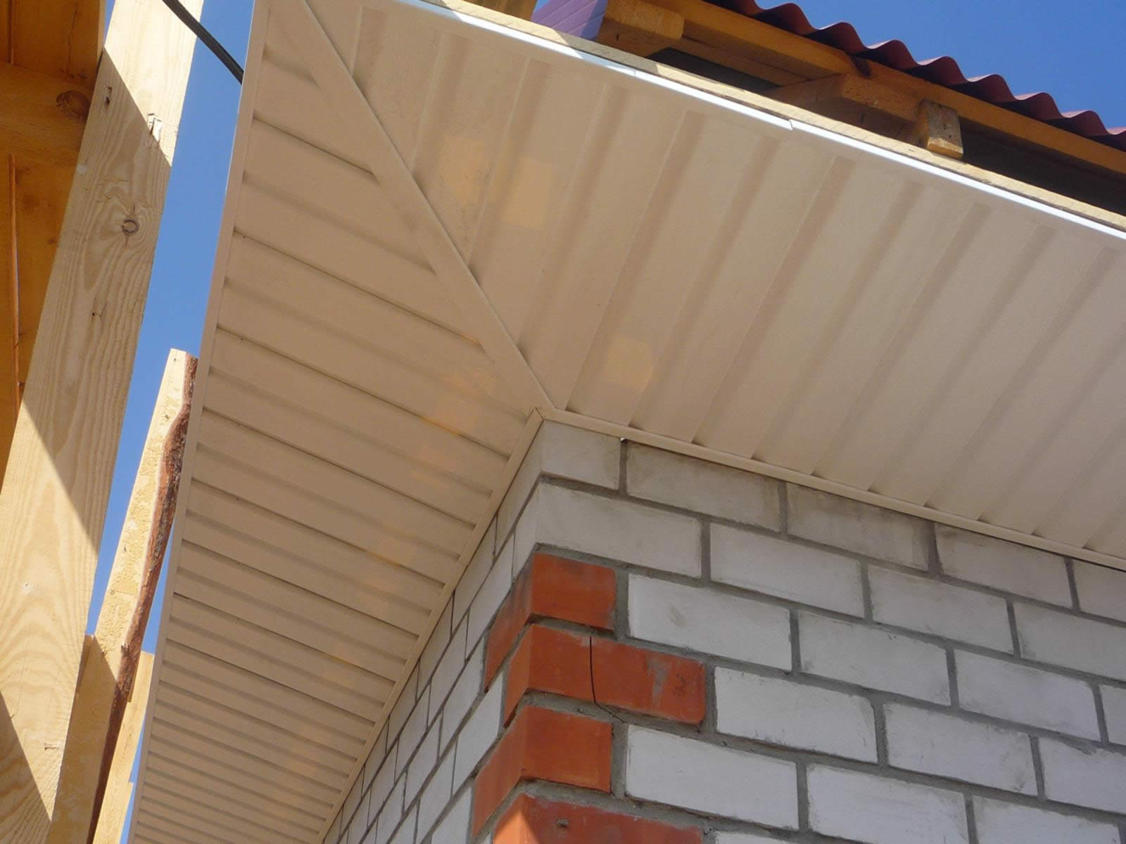Подшить карниз крыши софитом своими руками фото 694